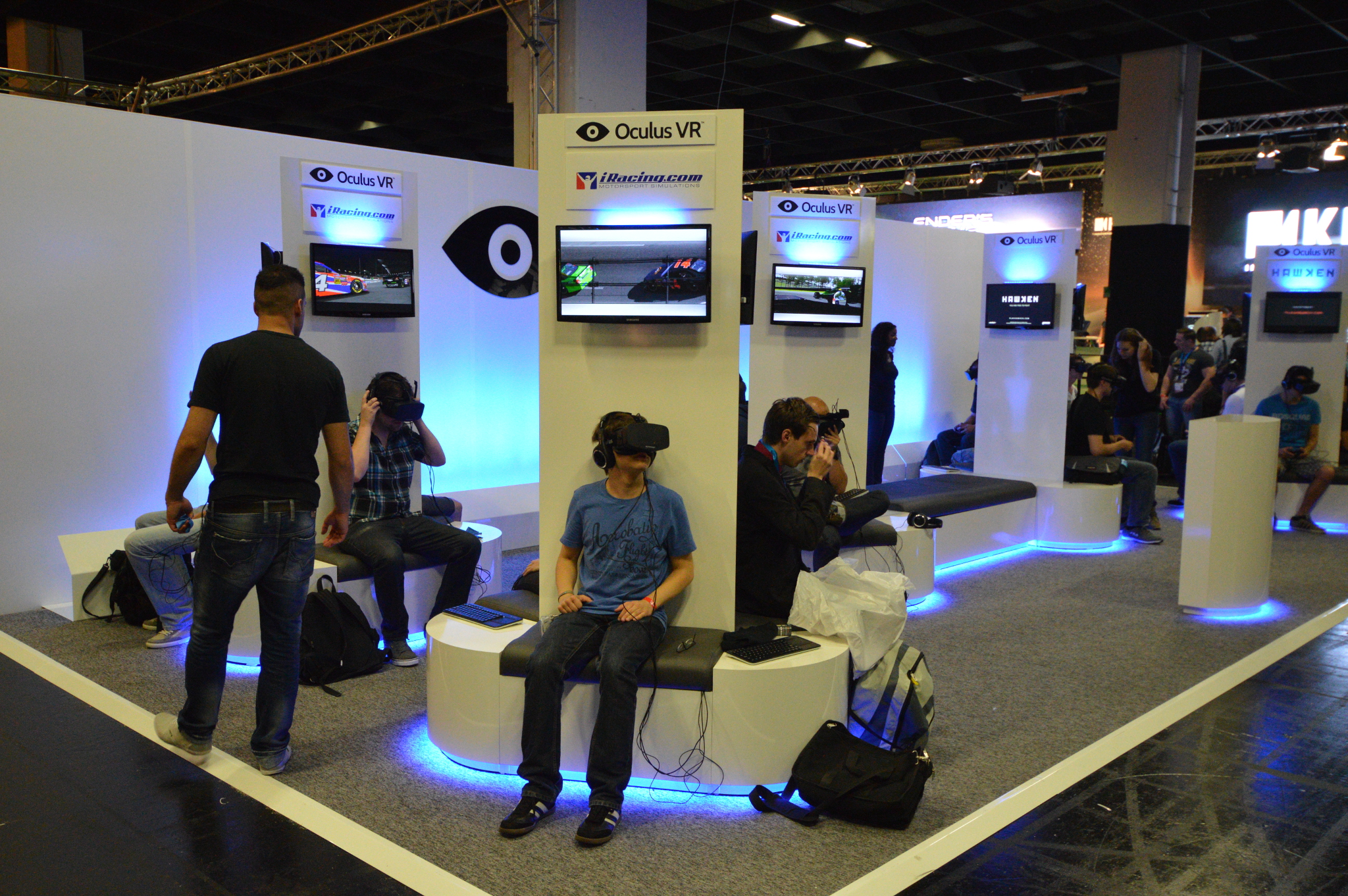 D Virtual Reality Exhibition : Round up simulation racers with oculus rift support