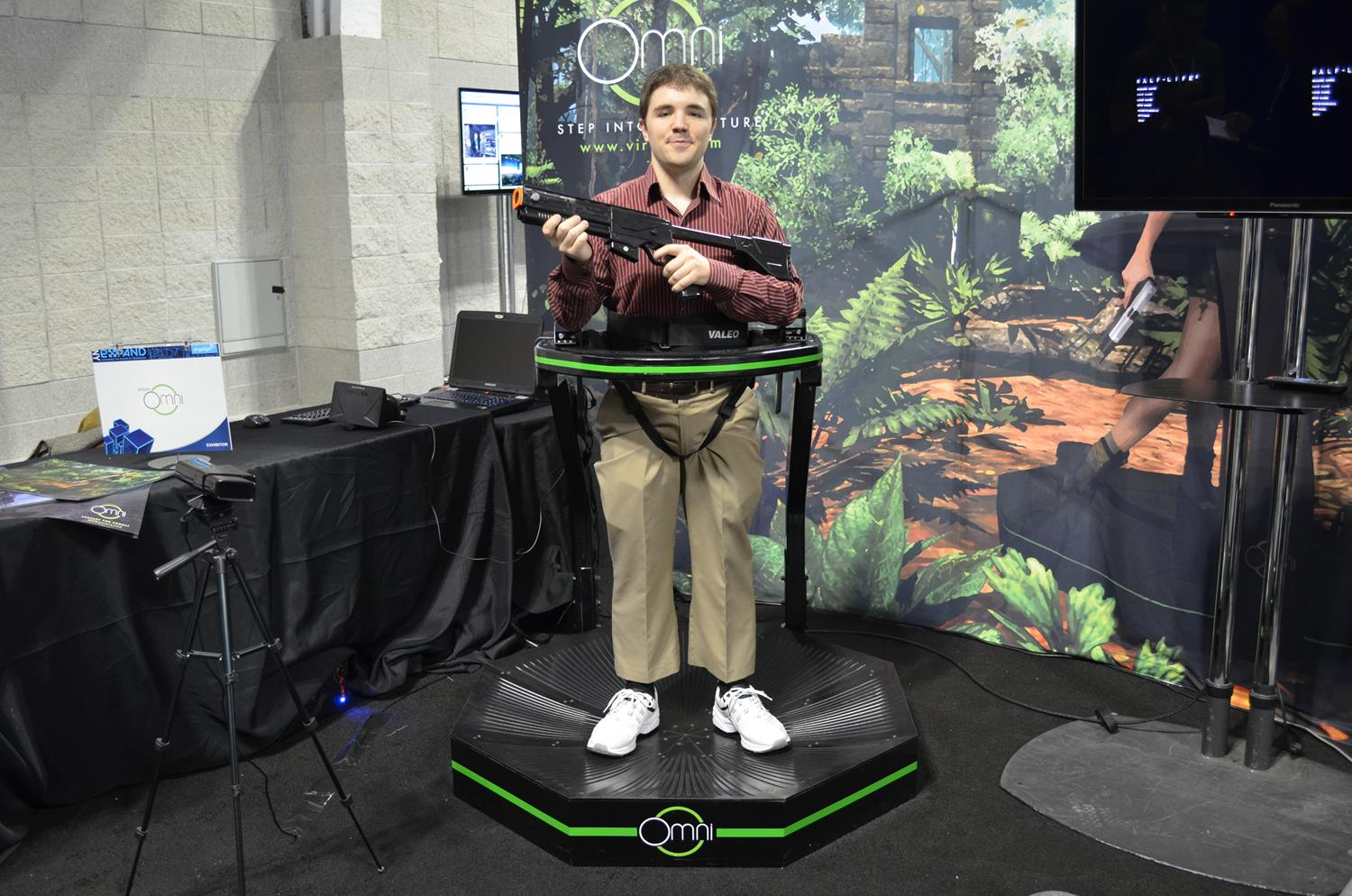 Virtuix omni vr treadmill hands on interview with ceo video for Virtual reality fishing