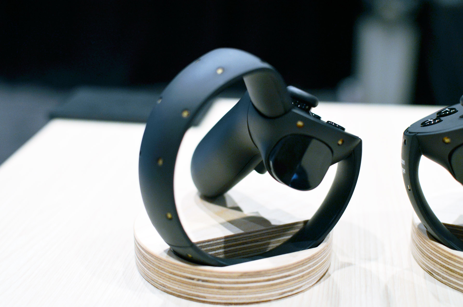 New Oculus Touch Documentation Reveals Capacitive Buttons