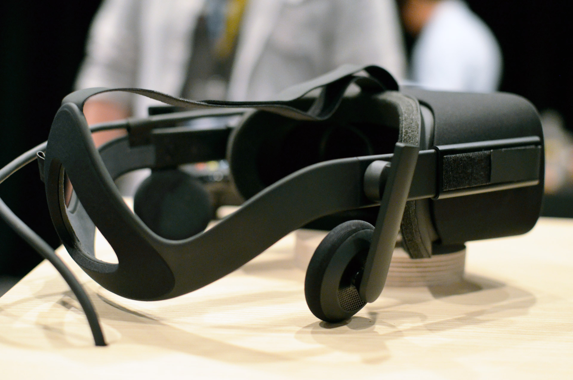 6da9a90304d Why the Oculus Rift s Integrated Headphones Might Replace Your ...