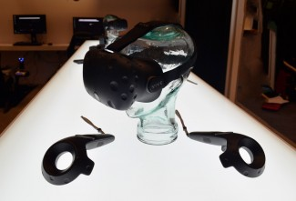 htc-vive-pre-headset-and-controllers-2