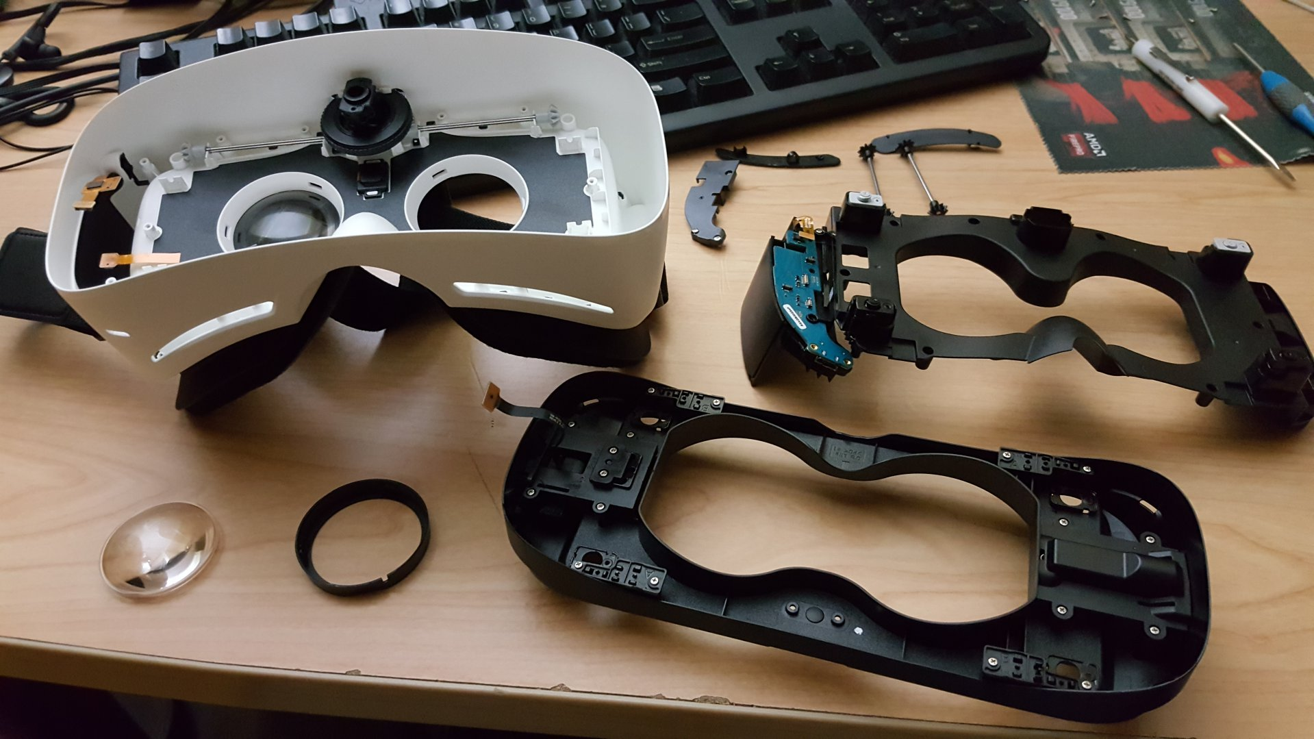 consumer gear vr teardown reveals easily replaceable