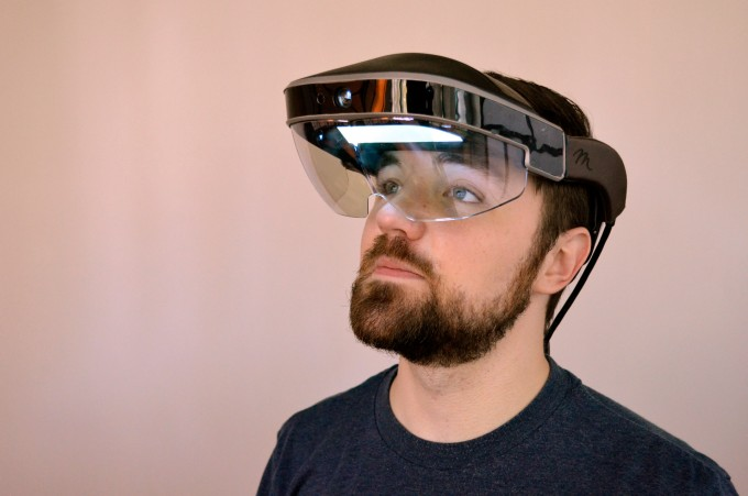 meta 2 development kit hands on augmented reality headset AR (3)