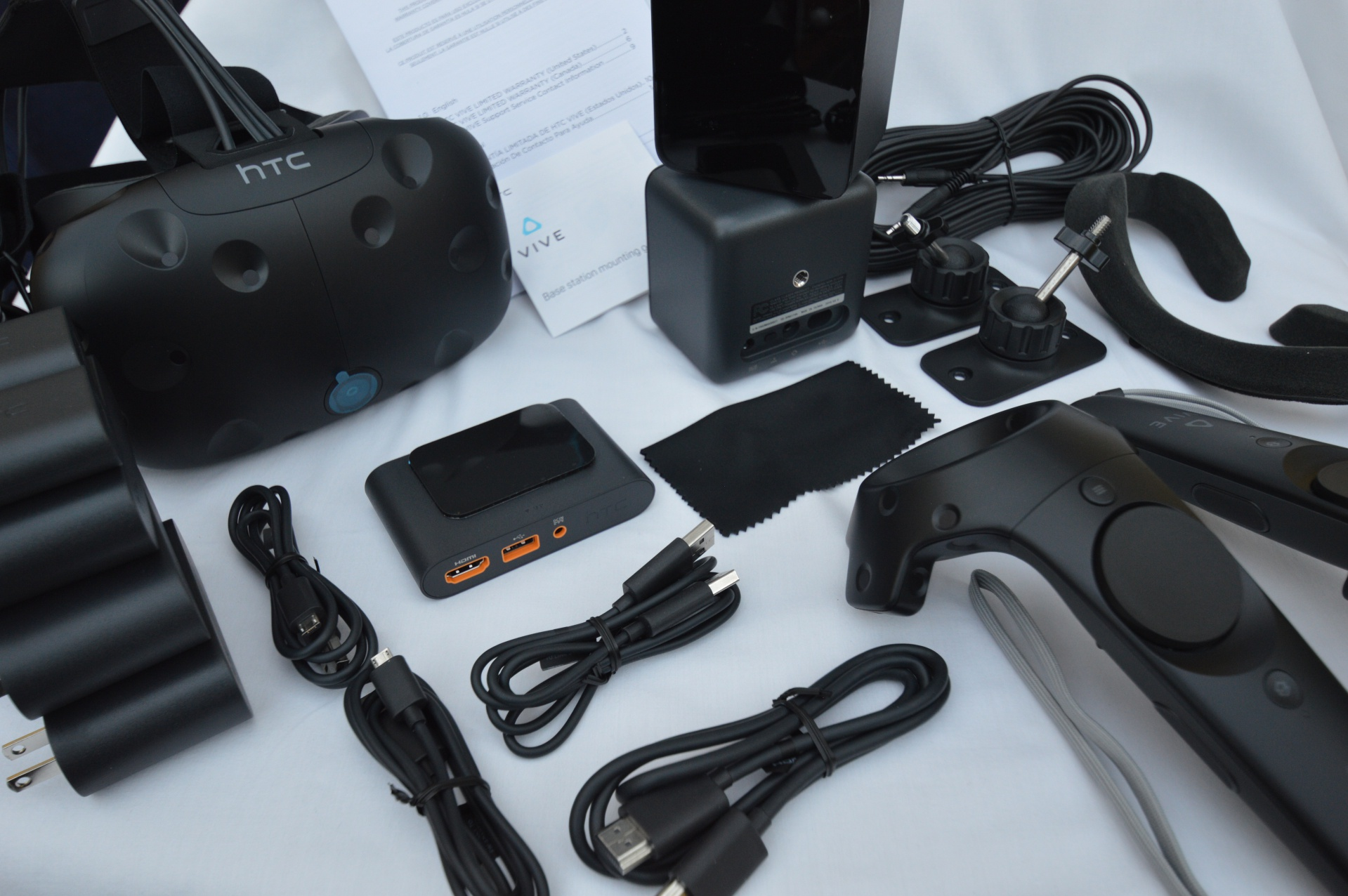 'HTC Vive' App Returns to iOS to Keep You (Somewhat) Connected to Your iPhone Inside the Vive