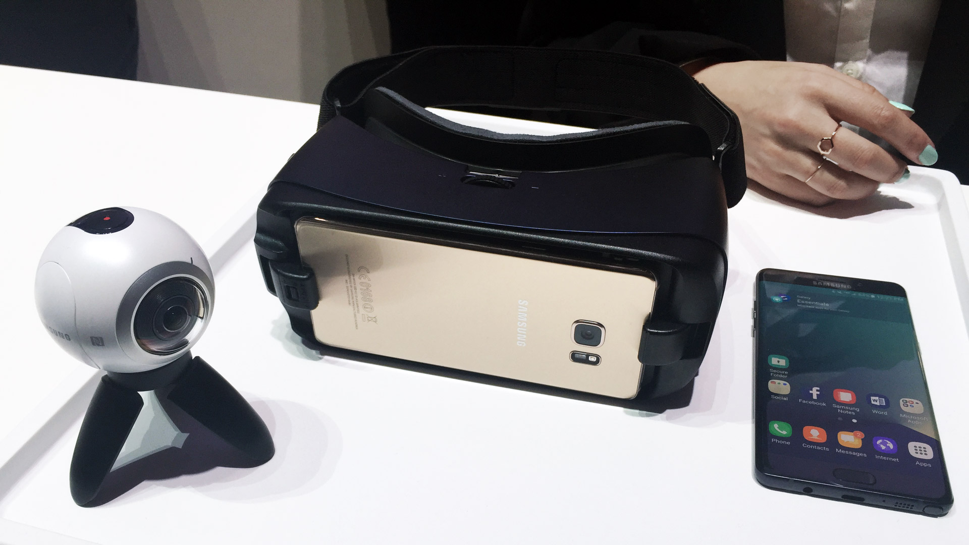 3fc1f5e8edca Hands-on  Samsung s New Gear VR for Galaxy Note 7 – Road to VR
