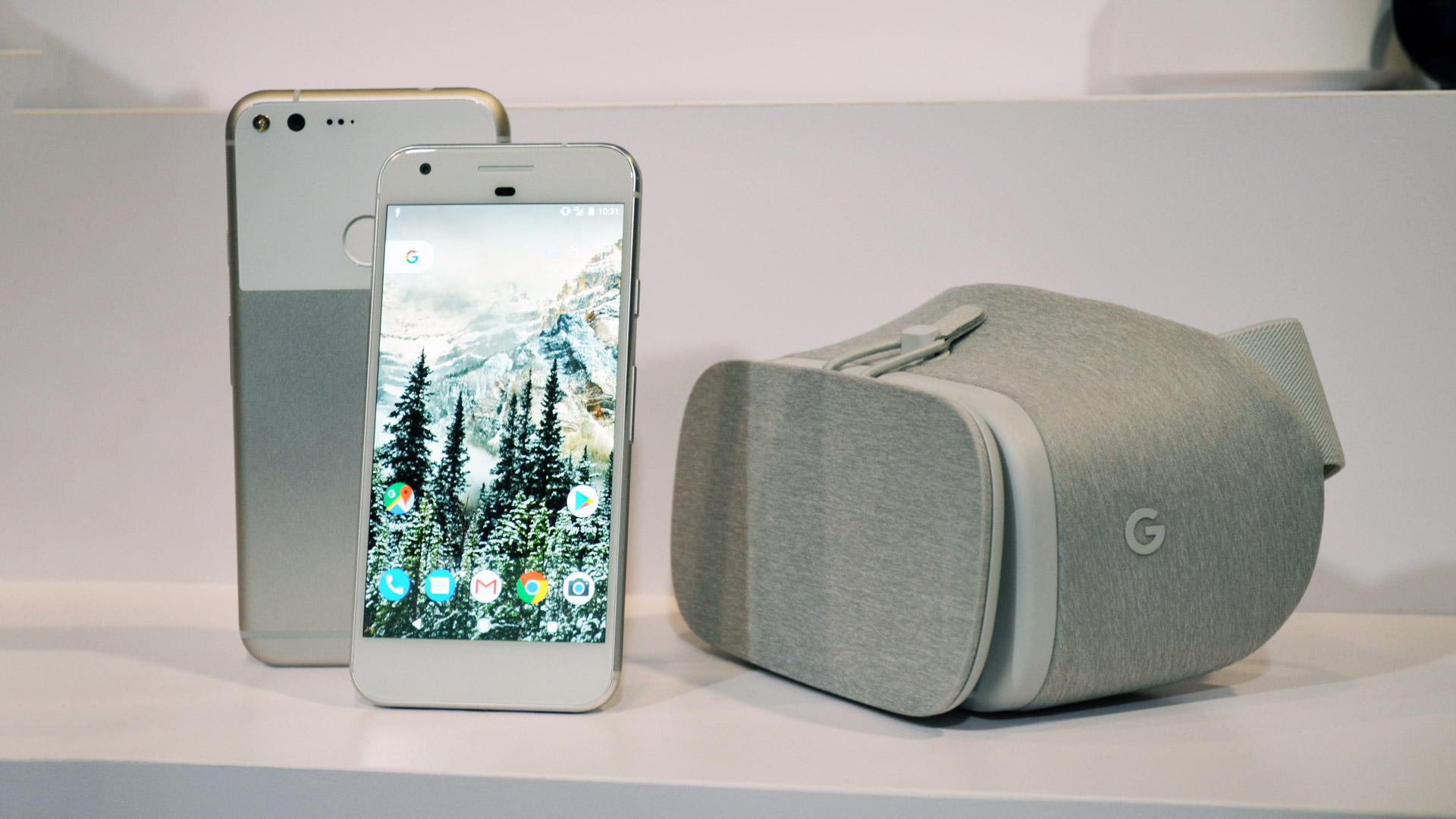 Картинки по запросу Google Expects 11 Daydream Ready Phones Available by Year's End