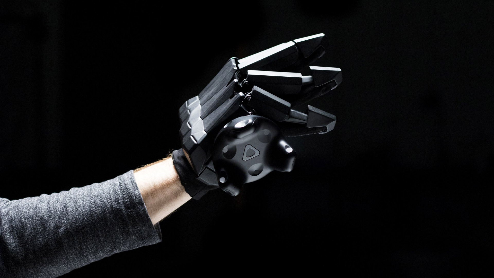 5b3794201112 VRgluv Force-feedback Glove Blasts Past  100K Kickstarter Goal in 56 Hours