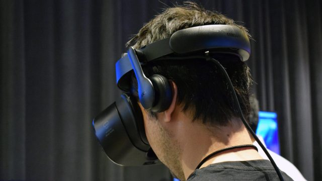 Hands-on: Samsung Odyssey Windows VR Headset & Controllers
