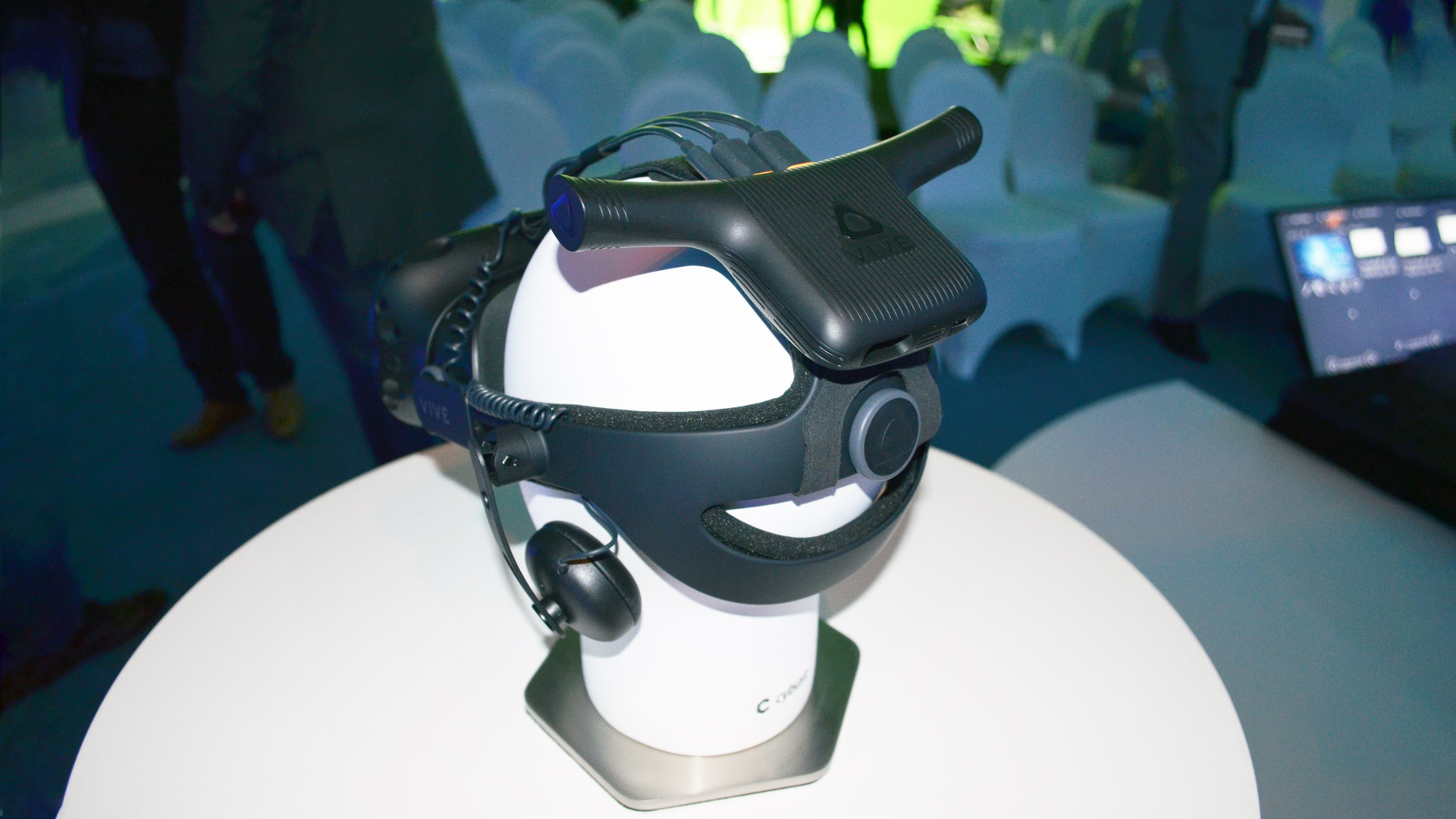 Ces 2018 Htc S Vive Wireless Adaptor To Support Both Vive