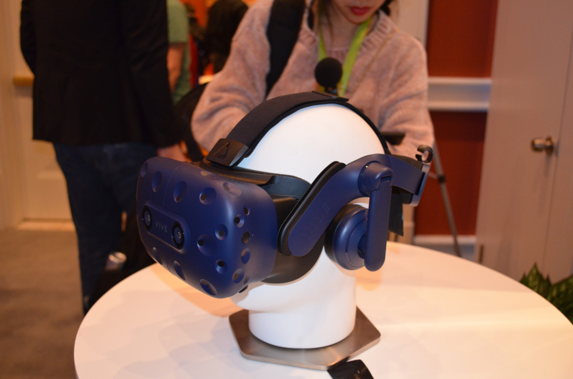 184b9d235a95 CES 2018  First Look  HTC Vive Pro - The New Vive on the Block