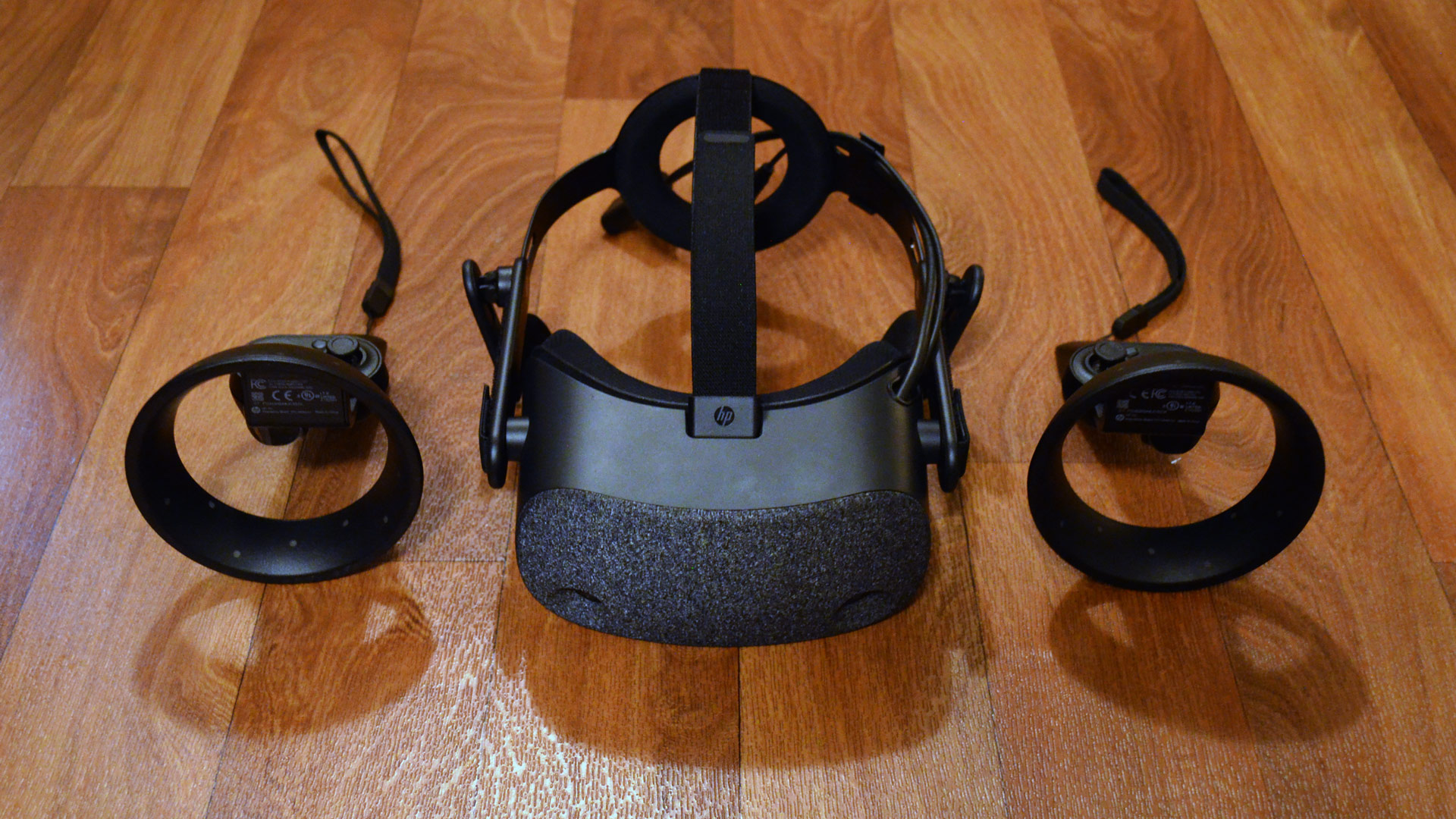 HP Reverb Review – An Impressive Headset Stuck with Windows VR Controllers