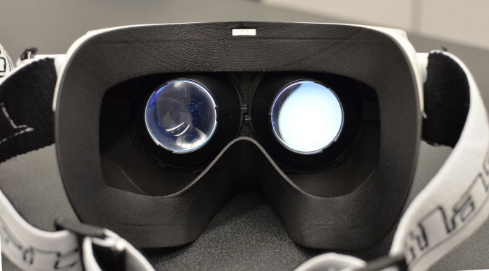 Yes, the lenses on this early prototype are stolen from the Oculus Rift DK1!