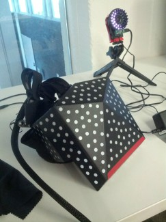 Valve HMD with Reflective Spots and Light Projecting Camera