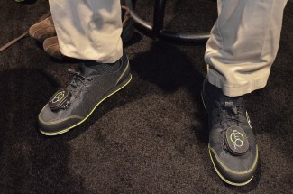 virtuix-shoes-and-tracker-pods